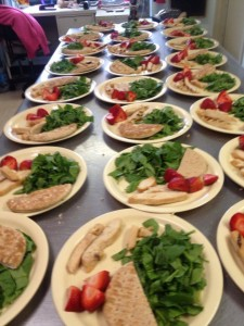 Yummy Spinach, Strawberry and Grilled Chicken Salad with Whole Grain Flatbread